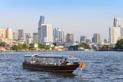 曼谷,泰国- 2018年3月17日:豪华Longtail小船游览  免版税库存照片