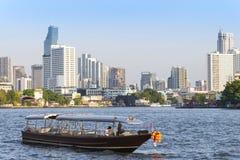 曼谷,泰国- 2018年3月17日:豪华Longtail小船游览  免版税库存图片