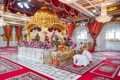 曼谷,泰国- 2014年12月13日:锡克教徒的寺庙的美好的内部在曼谷,泰国 库存图片
