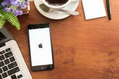 曼谷,泰国2016年12月04日:Iphone 7正乌黑se 免版税库存图片