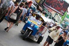 曼谷,泰国- 2018年6月3日:Tuk Tuk或Samlor,为运载的物品是一著名传统出租汽车和常用的在城市, 图库摄影