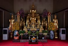 曼谷,泰国- 2018年7月9日:Wat Pho或Wat Phra Chetuphon佛教寺庙 金黄菩萨雕象开会 老历史的archi 图库摄影