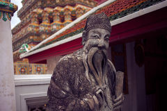 曼谷,泰国10月2013 8日,在寺庙复杂Wat Phra,曼谷泰国的雕象 免版税库存照片