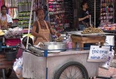 曼谷,泰国- 9月17日:一个摊贩在S的唐人街 免版税库存图片