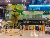曼谷,泰国- 2015年11月20日:乘客在苏瓦到达 库存图片
