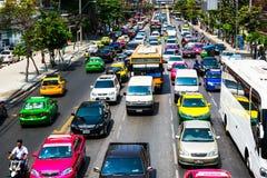 曼谷,泰国- 2016年3月13日:交通慢慢地沿a移动 免版税库存照片