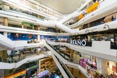 曼谷,泰国- 2015年11月22日:内部在BTS Ekamai stat旁边的门户Ekamai (日本被称呼的社区购物中心) 免版税库存图片