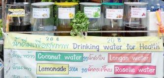 曼谷,泰国- 2017年2月19日:卖在J的草本饮料 库存图片