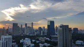 曼谷,泰国- 2016年11月14日:在日落前的都市风景在冬天, Sathorn,曼谷,泰国 曼谷在twilig的都市风景视图 图库摄影