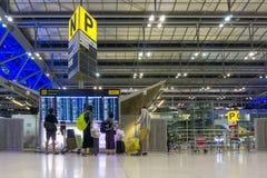曼谷,泰国- 2016年9月12日:在素万那普机场里面 素万那普机场是两国际机场之一 免版税库存照片
