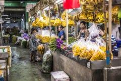 曼谷,泰国- 2015年11月07日:地方妇女卖泰国st 免版税库存照片