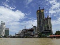 曼谷,泰国- 2017年6月13日:小船和大厦在Ch 免版税库存图片