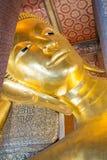 曼谷,泰国- 2016年10月14日:斜倚的菩萨雕象  库存图片