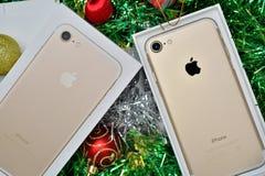 曼谷,泰国- 2016年11月23日:新的苹果计算机iPhone 7箱中取出 库存照片