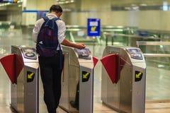 曼谷,泰国- 2017年4月23日:未认出的乘客用途c 免版税库存图片