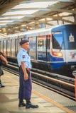 曼谷,泰国- 2017年3月8日:未认出的治安警卫o 库存照片