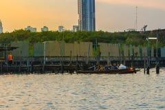 曼谷,泰国- 2017年3月14日:村民缓慢的生活方式  免版税库存照片