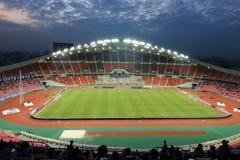 曼谷,泰国- 2016年12月8日:泰国的Rajamangala全国橄榄球场看法反对美丽的暮色天空b的 免版税图库摄影