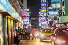 曼谷,泰国- 2017年1月29日:游人参观了Soi Patpon 库存图片