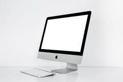 曼谷,泰国- 2015年11月22日:照片新的iMac 21 5与OS x El Capitan iMac -个人计算机monoblock系列, 免版税库存图片