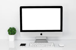 曼谷,泰国- 2016年2月01日:照片新的iMac 21 5个Wi 免版税库存照片
