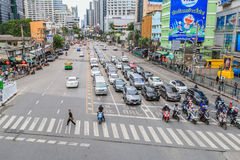 曼谷,泰国- 2017年7月25日:男服黑色衬衣阴级射线示波器 免版税库存照片
