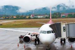 曼谷,泰国- 2016年11月28日:飞机几乎准备好离开 复制文本的空间 免版税库存图片