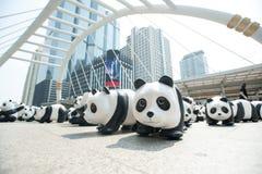 曼谷,泰国- 2016年3月8日:1600只纸Mache熊猫阵营 库存图片