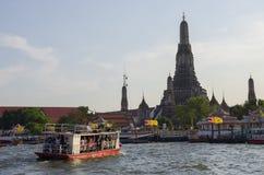 曼谷,泰国- 2010年7月25日:黎明寺寺庙 库存图片