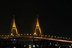 曼谷,泰国- 2015年8月17日:Bhumibol桥梁 桥梁横渡曼谷港口 库存照片