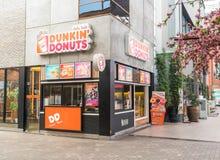 曼谷,泰国- 2016年4月21日:Dunkin油炸圈饼外部嘘 图库摄影