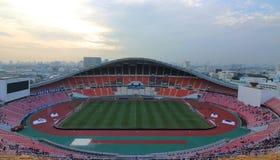 曼谷,泰国- 2016年12月8日:Rajamangala,橄榄球以前Thialand队的体育场国民的全景 库存照片