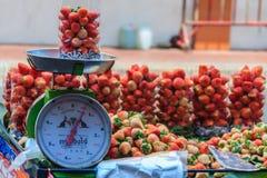 曼谷,泰国- 2017年3月2日:sa的新鲜的红色草莓 图库摄影