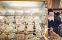 曼谷,泰国- 1月03 :中国被称呼的蒸的小圆面包为 库存照片