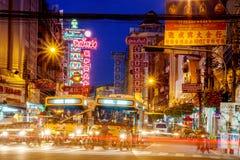 曼谷,泰国- 9月25 :中国镇看法在曼谷,泰国 摊贩,本机和touri的步行者 免版税库存照片