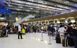 曼谷,泰国- 11月21 :未认出的乘客到达Th 免版税库存照片