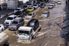 曼谷,泰国- 10月14,2017 :泰国洪水看法在Ratchada-Ladprao路,交通堵塞的 免版税图库摄影
