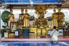 曼谷,泰国- 6月02 :2017年 泰国佛教人民祈祷budd 图库摄影