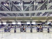 曼谷,泰国- 3月22 :登记柜台在素万那普 免版税库存照片