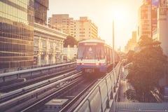 曼谷,泰国- 5月11 :BTS skytrain看法到达对BTS 免版税库存图片
