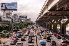 曼谷,泰国- 10月14,2017 :Vibhavadi Rangsit路看法在高峰时间 图库摄影
