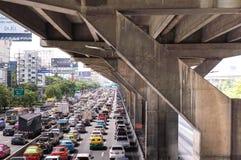 曼谷,泰国- 10月14,2017 :Vibhavadi Rangsit路看法在高峰时间 免版税库存图片