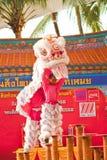 曼谷, /THAILAND 1月20日: 穿戴在春节庆祝的游行期间的舞狮在2013年1月20日 免版税库存图片