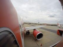 曼谷, THAILAND-SEP 7 2015年:亚洲航空装载舞步的飞机中止 免版税库存照片