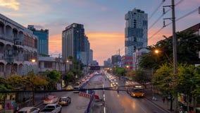 曼谷,THAILAND-OCTOBER 28日2018年:在Ladprao路的定期流逝堵车在'单轨铁路车'黄线的建筑时 影视素材