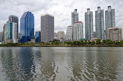 曼谷-7月19日:benjakitti公园, benjakitti公园看法是 免版税库存图片