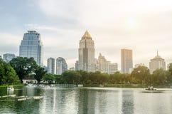 曼谷-11月7日:Lumpini公园湖视图泰国首都的 免版税库存图片