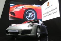 曼谷- 3月31 :在白色汽车的保时捷911 carrera在2016年3月31日的第37个曼谷国际泰国汽车展示会2016年 库存图片