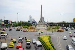 曼谷- 8月03 :在胜利纪念碑的看法大milita 库存照片