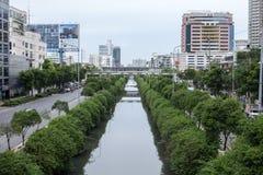 曼谷- 7月25 :在那拉提瓦路的运河2013年7月25日。轰隆 库存照片